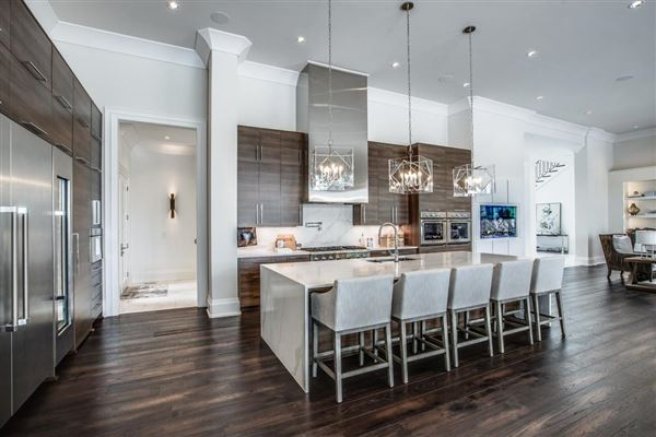 Mansions in Designed with luxury and entertaining in mind