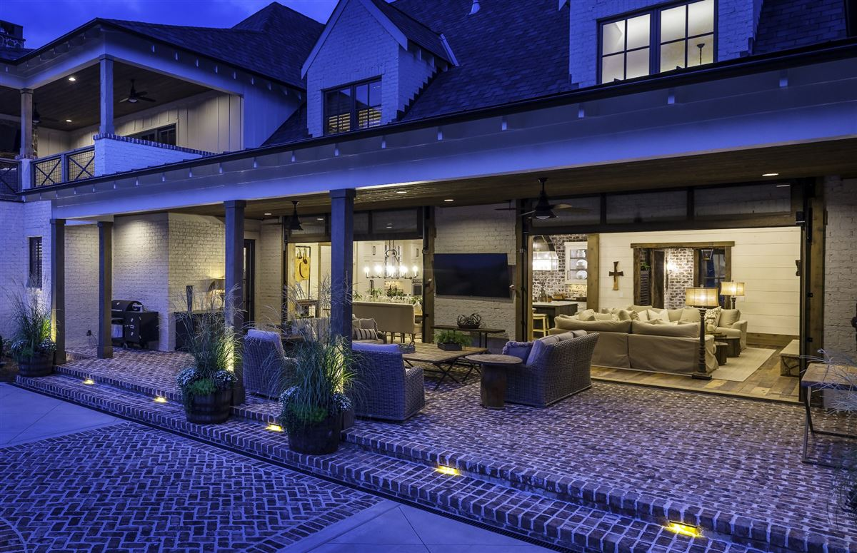Luxury real estate truly incredible home in Cartwright Close