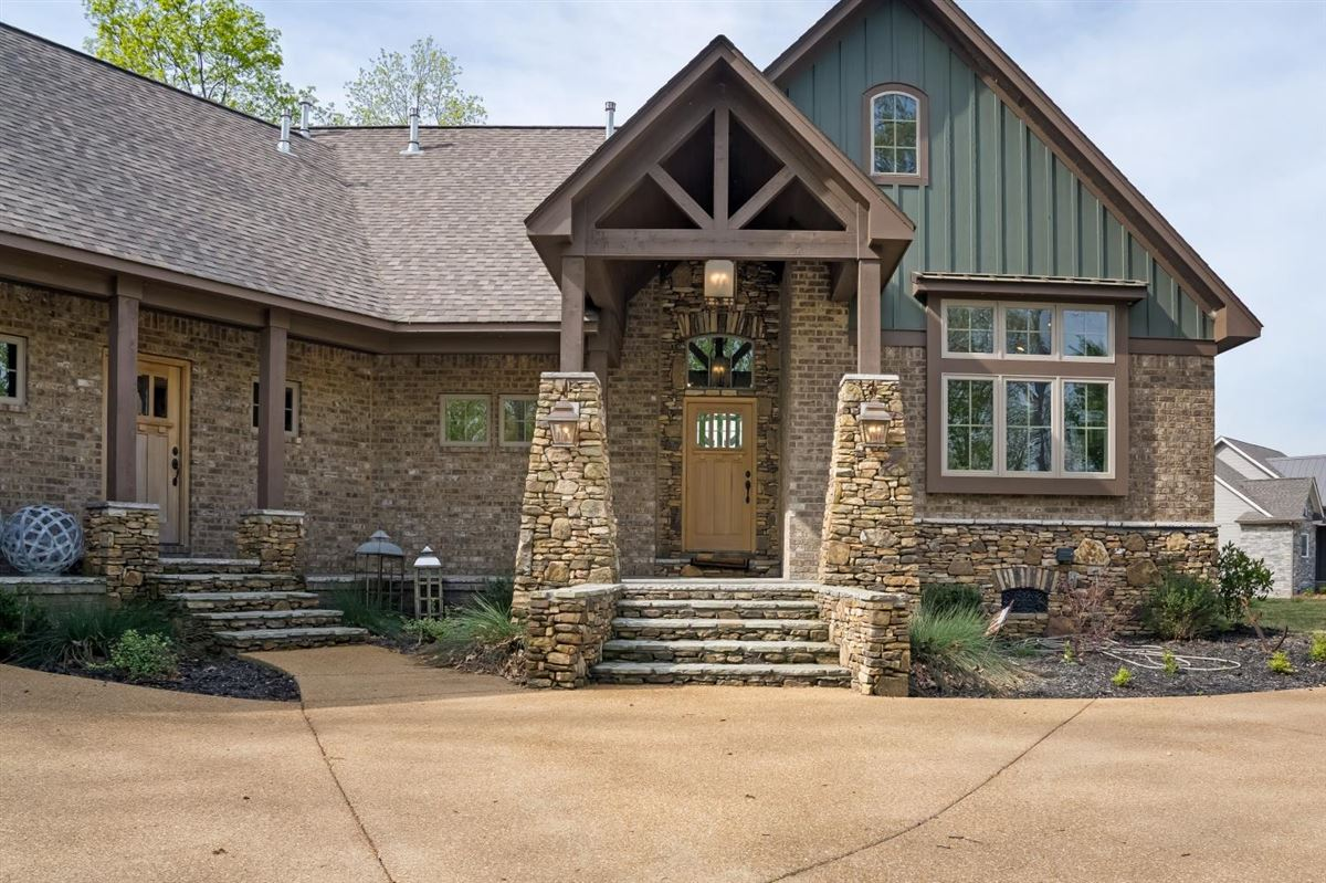 Luxury real estate PICKWICK LAKE WATERVIEW with boatslip
