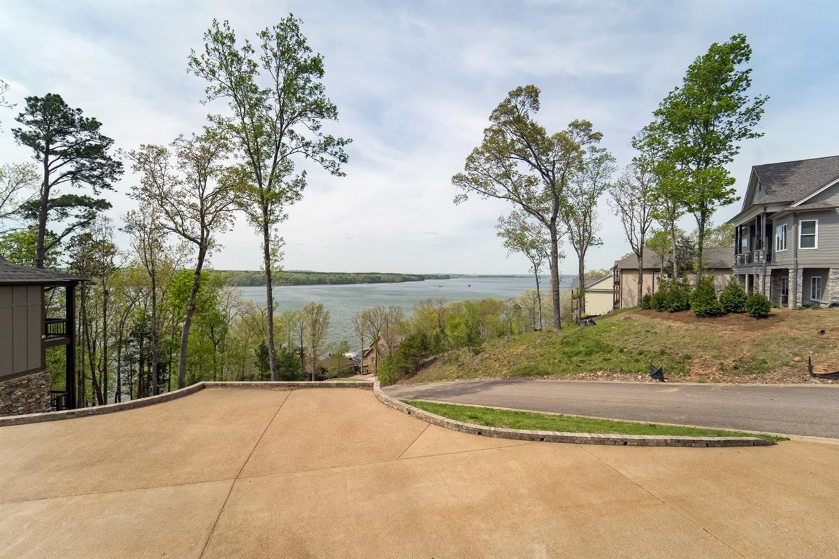 Mansions in PICKWICK LAKE WATERVIEW with boatslip