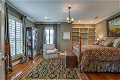 four bedroom Renovated Tennessee Farmhouse luxury homes