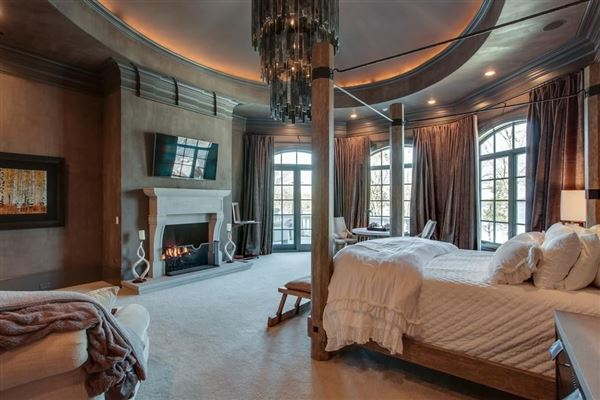 Luxury homes the gated waterfront estate of Kelly Clarkson