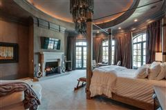 Luxury real estate the gated waterfront estate of Kelly Clarkson