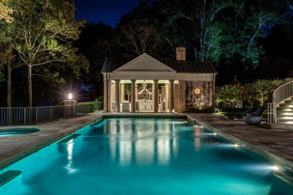 the gated waterfront estate of Kelly Clarkson luxury properties