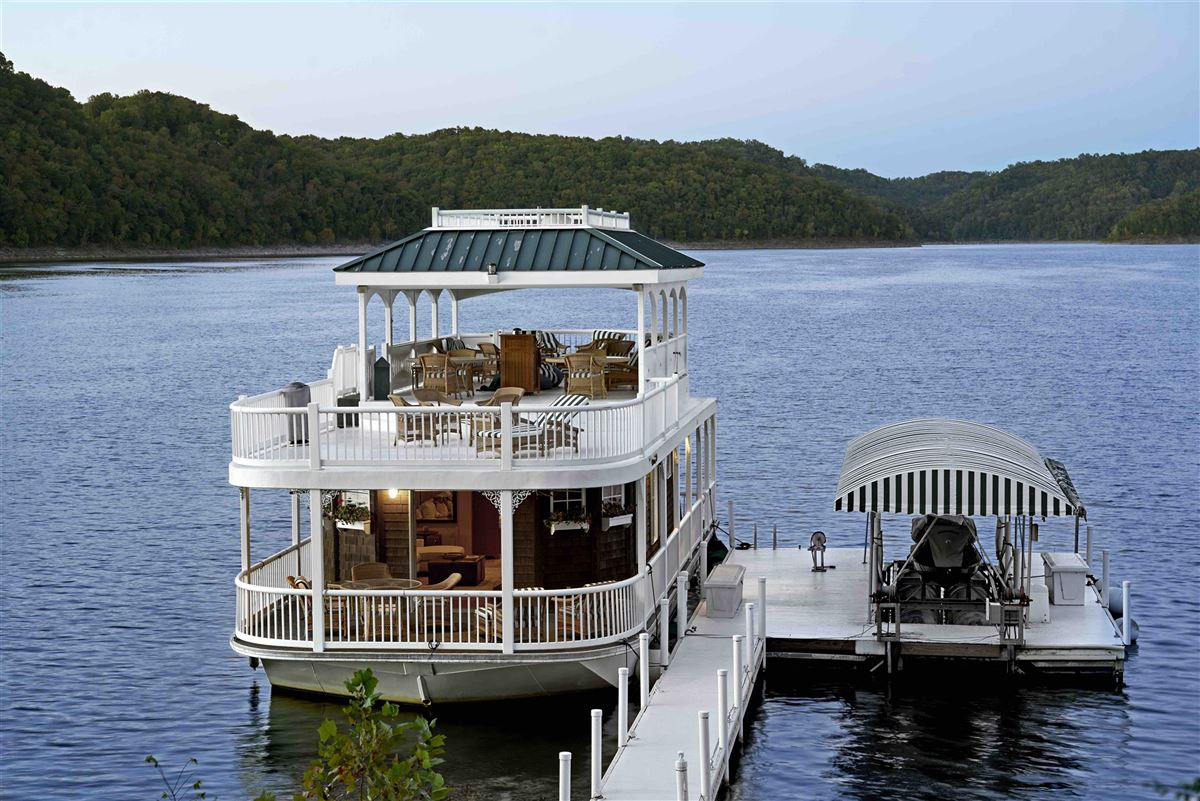 Luxury properties Private peninsula and personal dock on Center Hill Lake