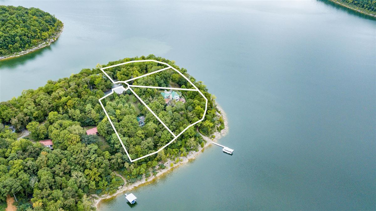 Private peninsula and personal dock on Center Hill Lake luxury properties