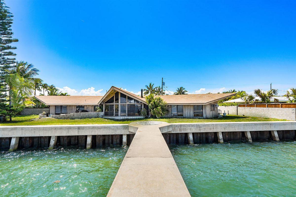 Private Dock luxury properties