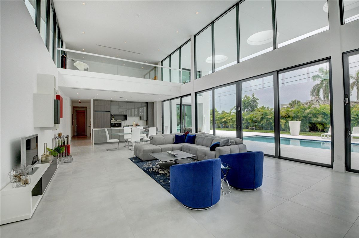 magnificent modern house on a large lot luxury properties