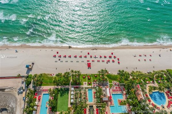 Mansions Luxurious penthouse in exclusive Acqualina Residence and Resort