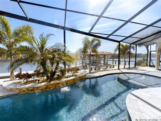 Luxury properties a Boaters Dream Home