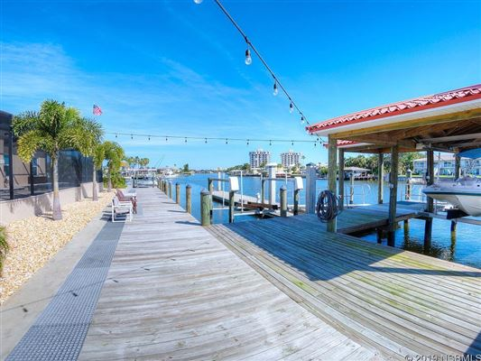 Luxury homes in a Boaters Dream Home