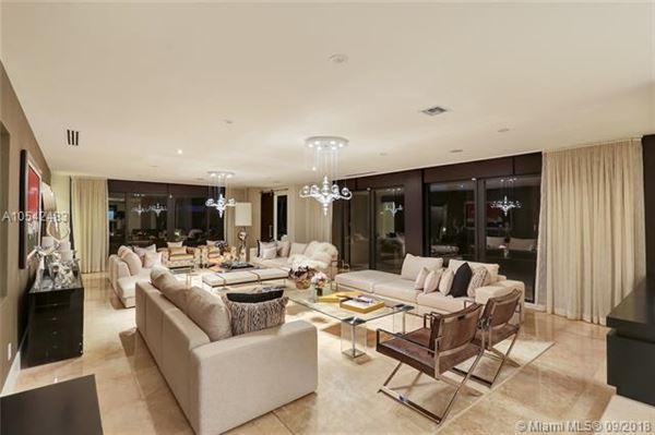 Mansions Prestigious Trump National Doral Golf Course home