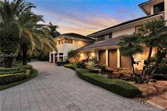 Prestigious Trump National Doral Golf Course home mansions