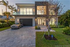 Contemporary waterfront masterpiece mansions