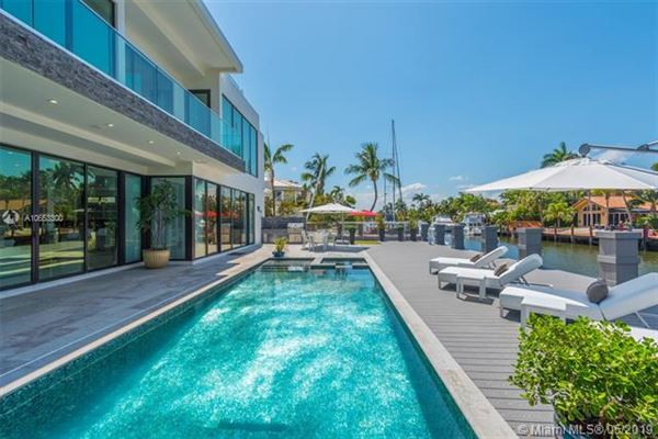 Luxury homes Contemporary waterfront masterpiece