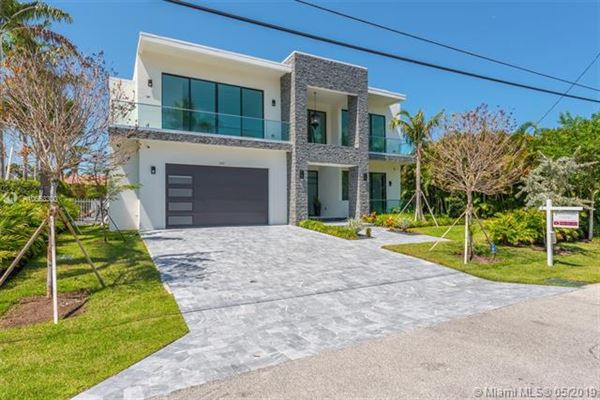 Mansions Contemporary waterfront masterpiece