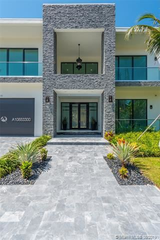 Luxury homes in Contemporary waterfront masterpiece