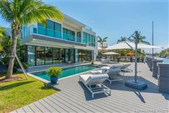 Mansions in Contemporary waterfront masterpiece