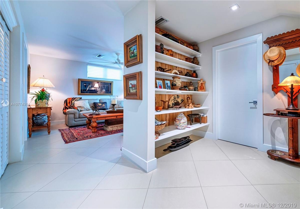 SEASIDE CHIC MANSION luxury properties