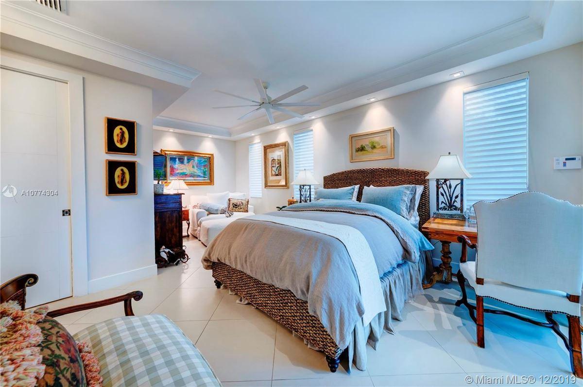 SEASIDE CHIC MANSION luxury homes