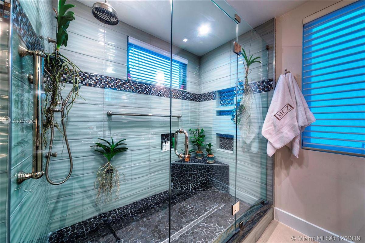 Luxury properties SEASIDE CHIC MANSION
