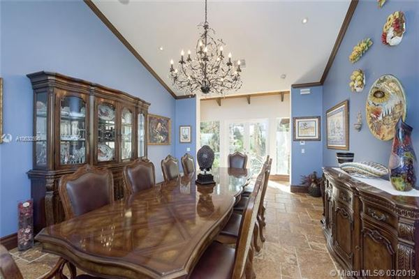 Mansions private Spanish style estate located in Southwest Ranches