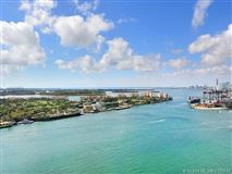 Luxury homes Flow-through condo at Murano at Portofino