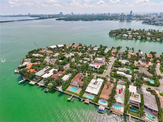 Spectacular waterfront home luxury properties