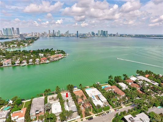 Mansions Spectacular waterfront home