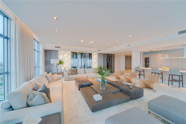 Luxury homes upgraded corner penthouse with panoramic views
