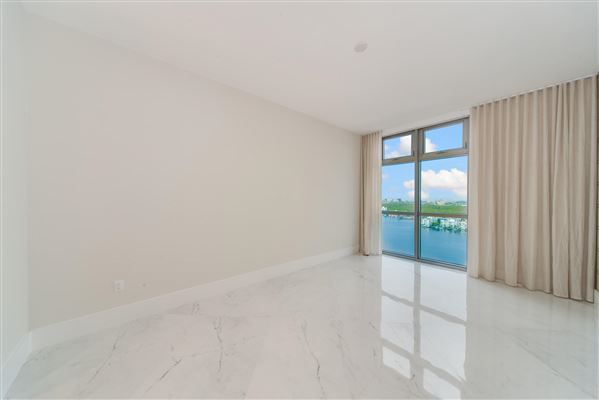 Mansions upgraded corner penthouse with panoramic views