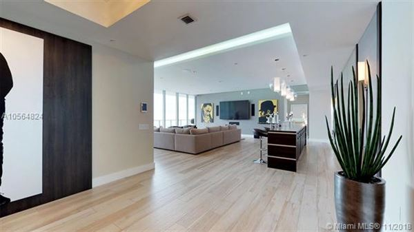 Luxury homes 43rd Floor Penthouse with sweeping Atlantic views