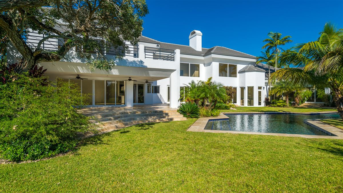 Luxury homes in spectacular completely renovated contemporary residece