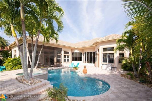 Luxury homes Custom waterfront home on cul-de-sac