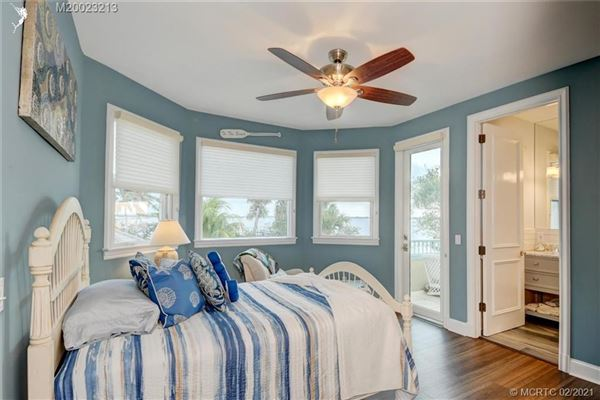 Mansions in Spectacular island gem in small gated community