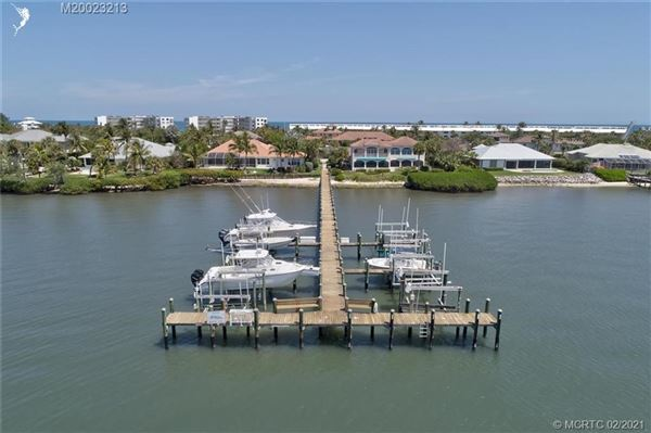 Luxury homes Spectacular island gem in small gated community