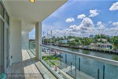 Luxury homes in monumental new Acqua Marina townhouse