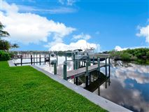 Mansions in Beautiful Riverfront Home In The Heart Of Jupiter