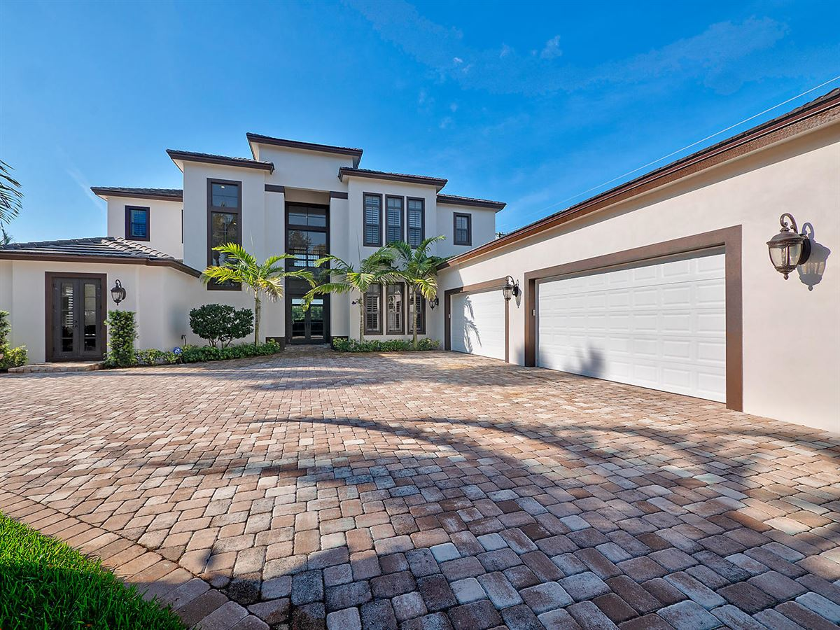 Beautiful Riverfront Home In The Heart Of Jupiter luxury properties