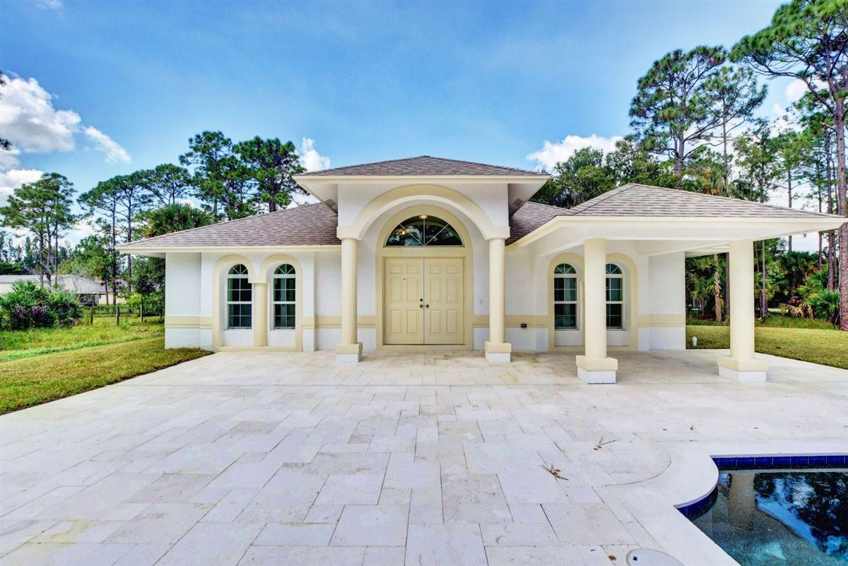 Luxury homes in Fabulous brand new estate pool home with guest home