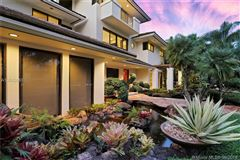 Mansions in luxury contemporary home
