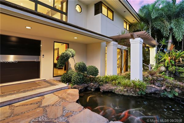 Luxury homes in luxury contemporary home