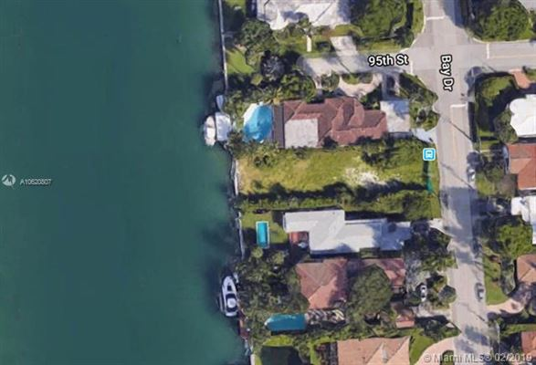 Mansions desirable waterfront residential lot