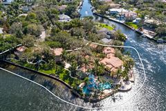 Mansions in  iconic waterfront estate