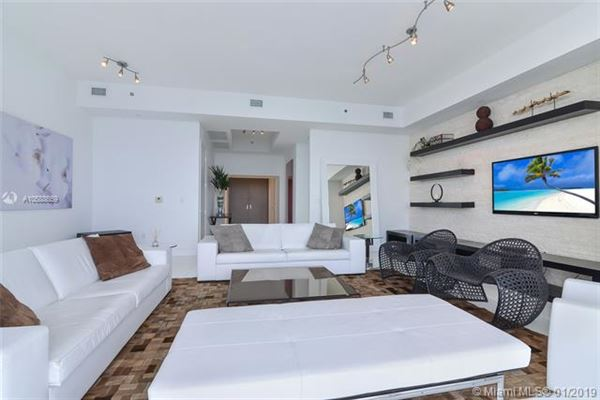 Mansions beautiful unit with direct ocean wraparound balcony