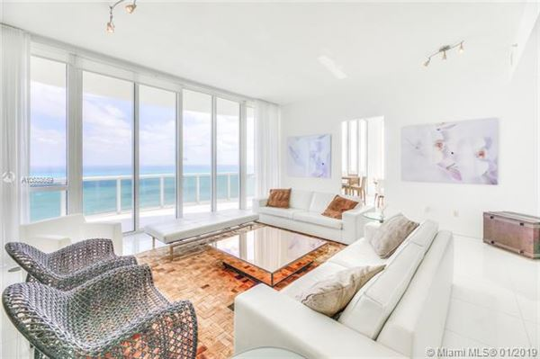 Mansions in beautiful unit with direct ocean wraparound balcony