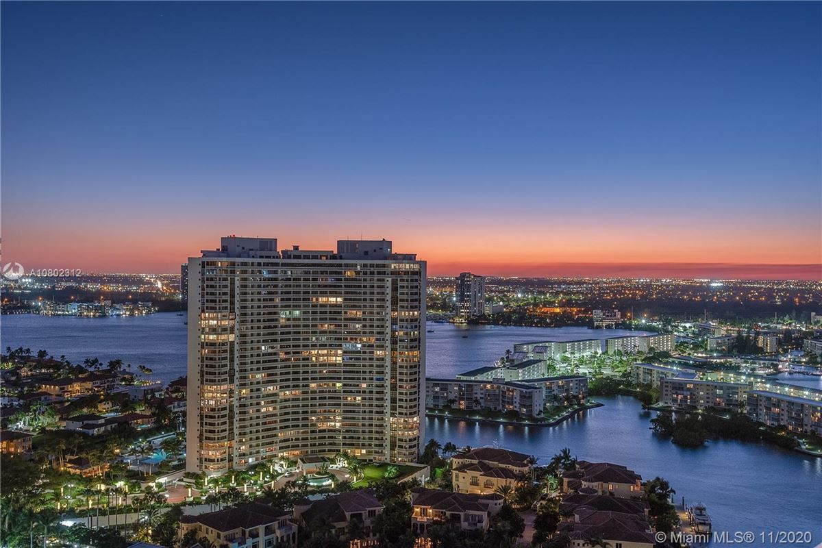 Mansions in the most spectacular views Miami has to offer