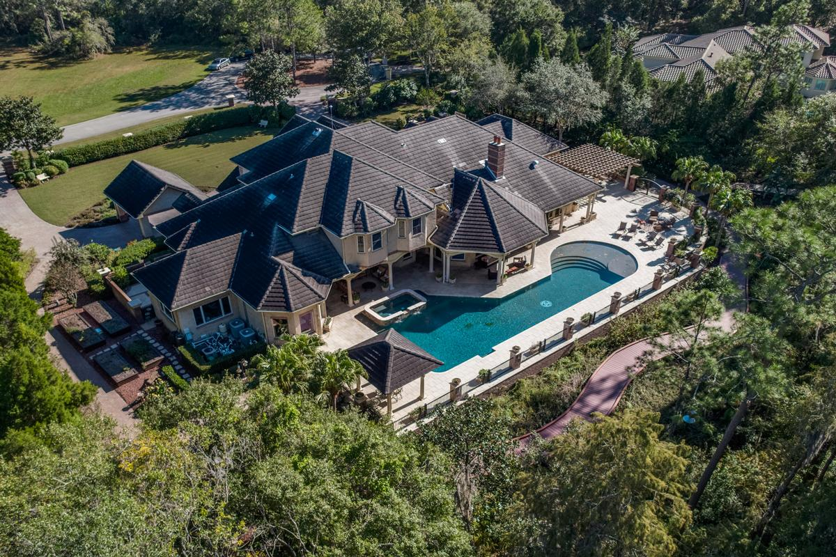 Luxury homes SHOWSTOPPER on SKI Lake