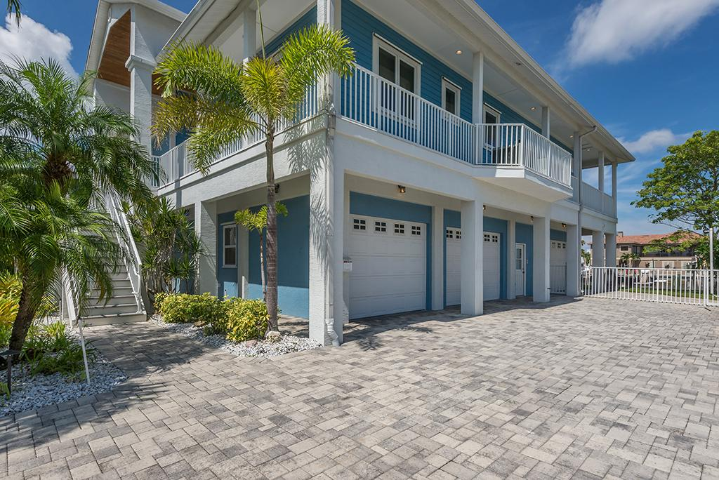 Luxury real estate Exquisite Custom Built Home in Gulf Harbors