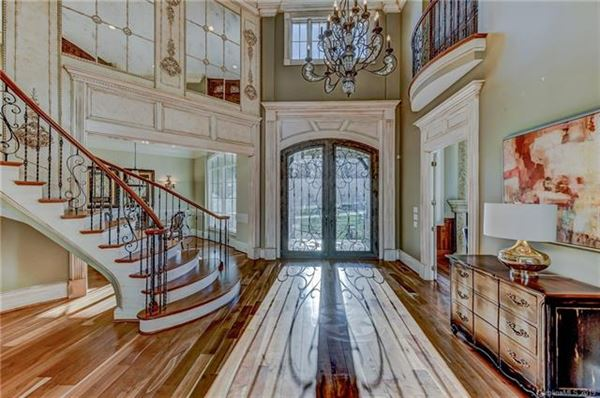 Mansions 10,000 Square feet of beauty
